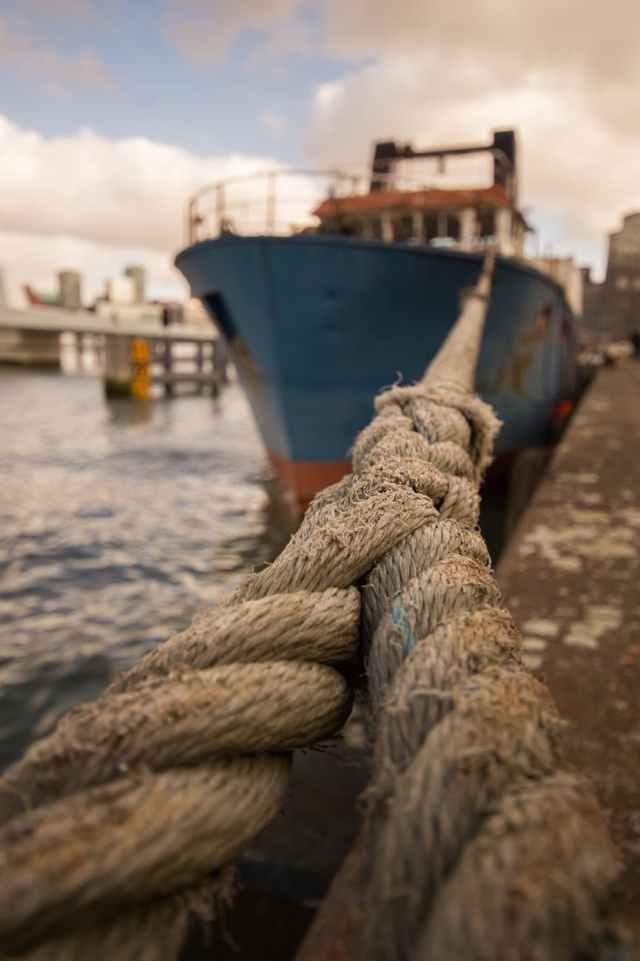 ship rope dock cargo